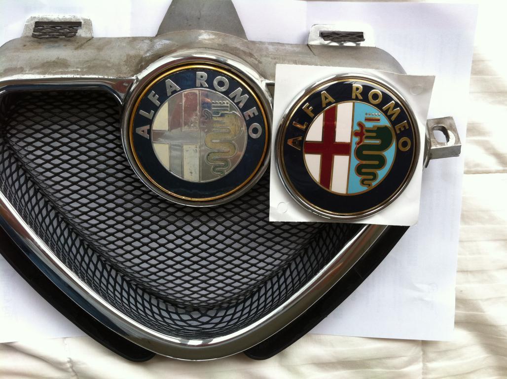 Alfa Romeo Emblem Kühlergrill Scudetto 145 146 155 Neu